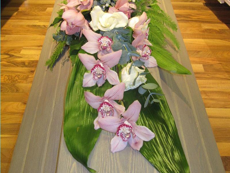 Kukat hautajaisiin - Nokian Hautaustoimisto ja Kukkapalvelu Mäkelä Oy